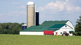 GettyImages-barn, field, silo and tractor
